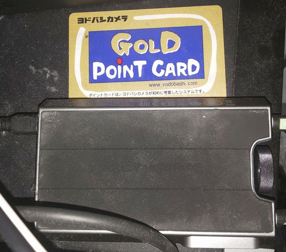 G6の大きさをカードで比較、手で持てるほど小さい